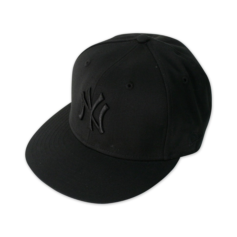 New-Era-Black-on-Black-New-York-Yankees-Cap-BLACK