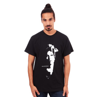 Amy Winehouse - Scarf Portrait T-Shirt
