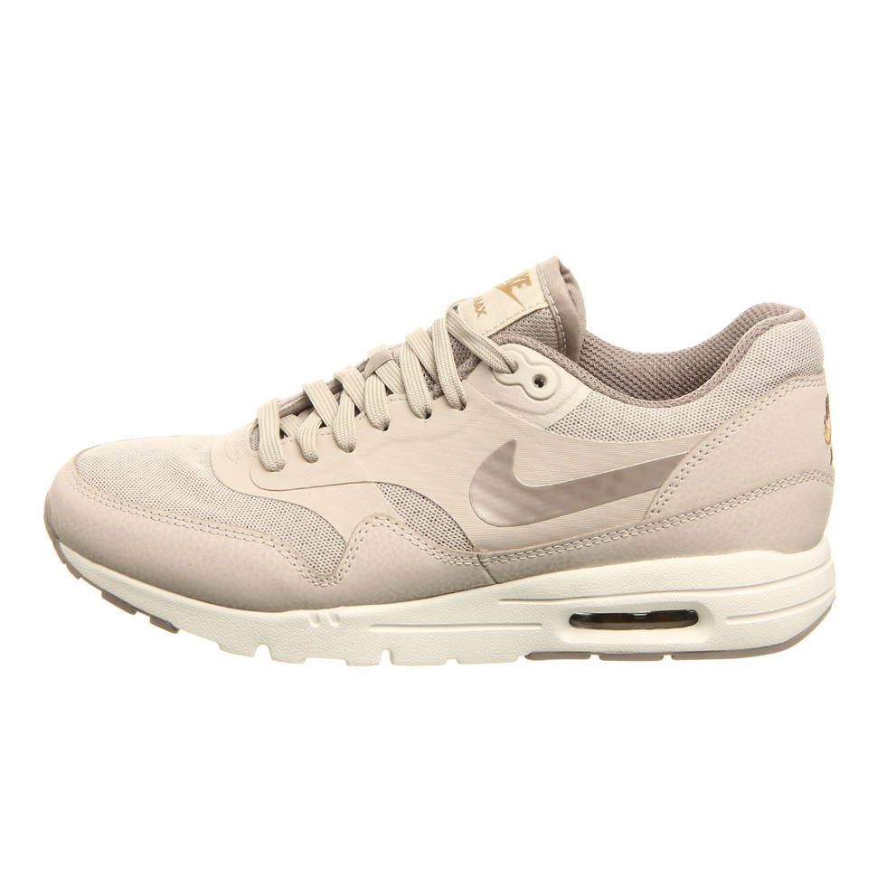 best service eebd3 d3b1f Nike. WMNS Air Max 1 Ultra Essentials ...